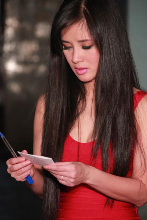 Diva Việt quyến rũ khi diện váy gam đỏ 8