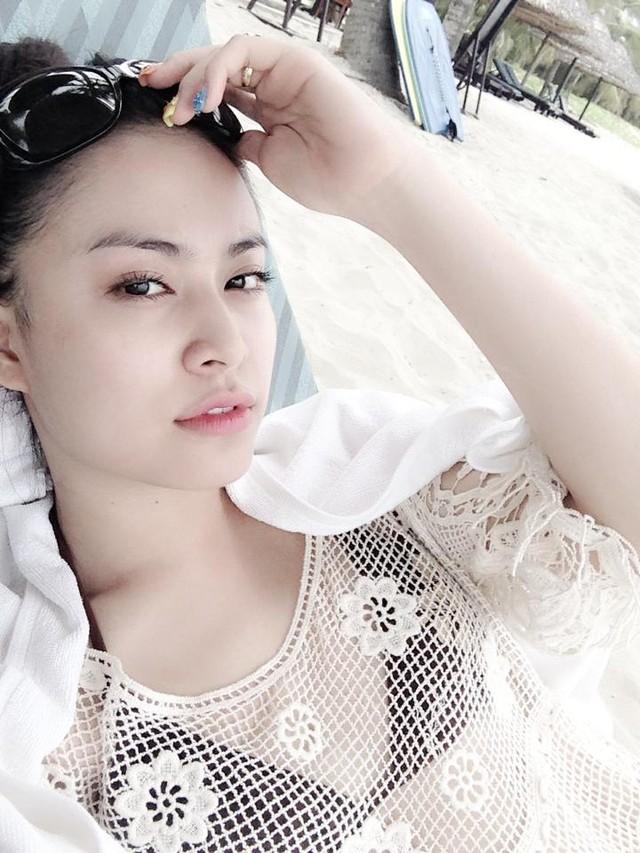 Hoàng Thùy Linh mặc bikini khoe vòng 1 phẳng lỳ  1