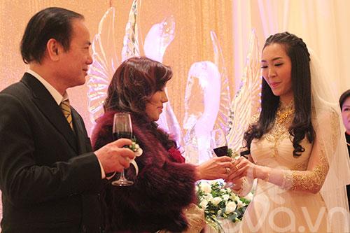 Cận cảnh đám cưới cổ tích của Á hậu Thùy Trang 8