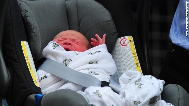 Đáng yêu Hoàng tử George tròn 8 tháng 15