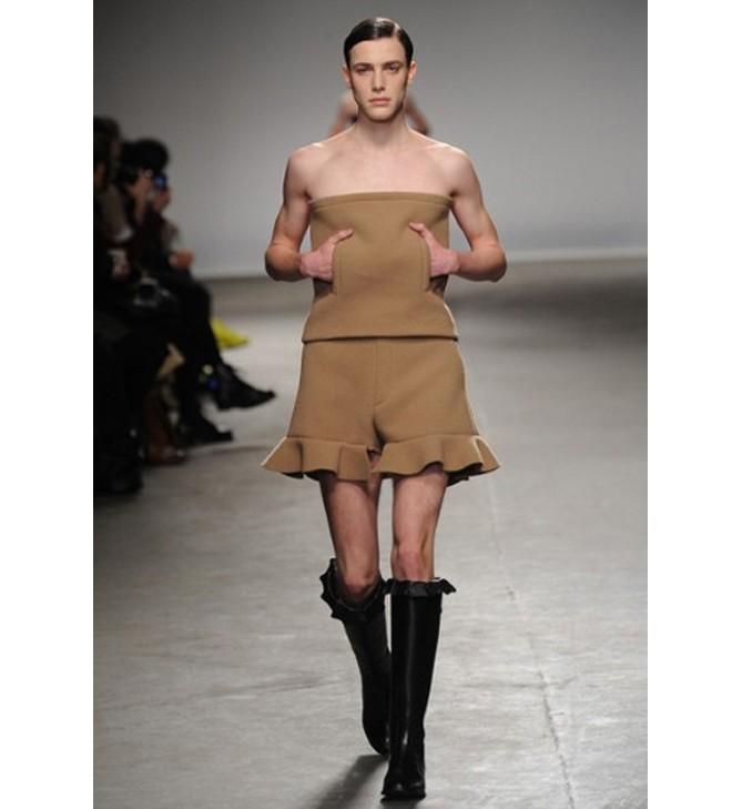 Khi người mẫu nam chuộng áo ren mỏng, váy xòe 13