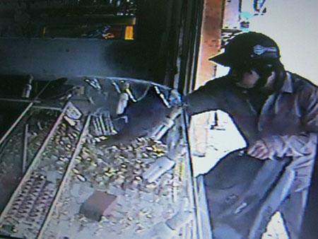 Truy tìm người phụ nữ bí ẩn trong vụ cướp tiệm vàng 30 giây 1