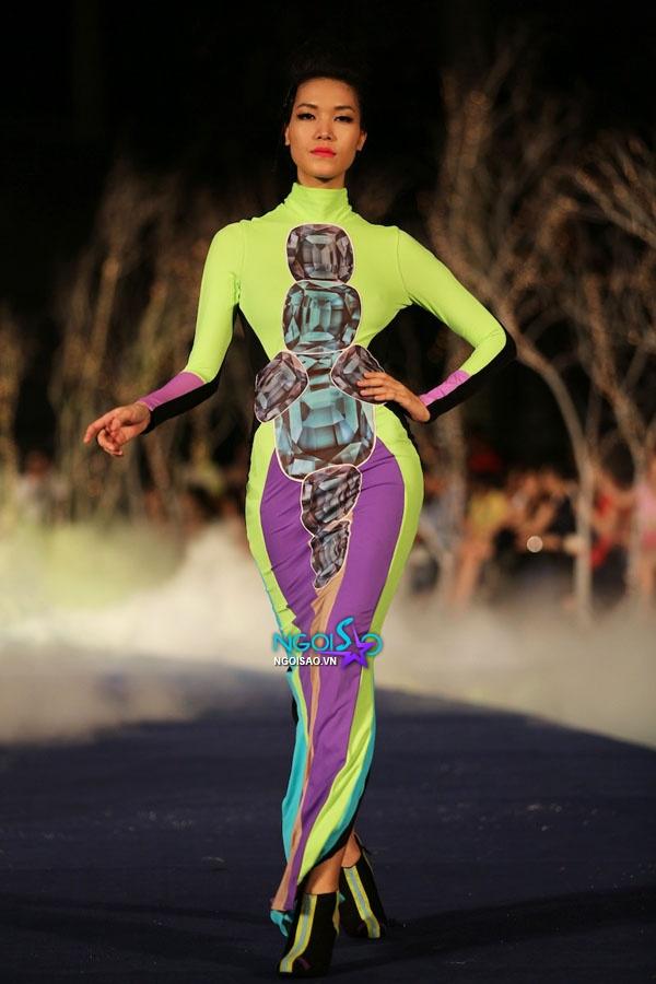 Hoa hậu Thùy Dung, Diễm Hương quyến rũ trong trang phục màu sắc 1