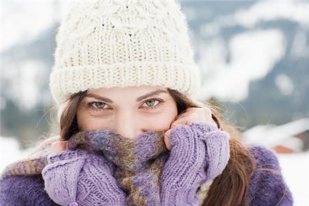 Giữ ấm đúng cách khi sử dụng khăn quàng cổ 1