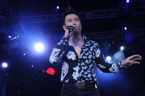 Lâm Chí Khanh bóp nghẹt vòng 1 trong đêm nhạc từ thiện 17