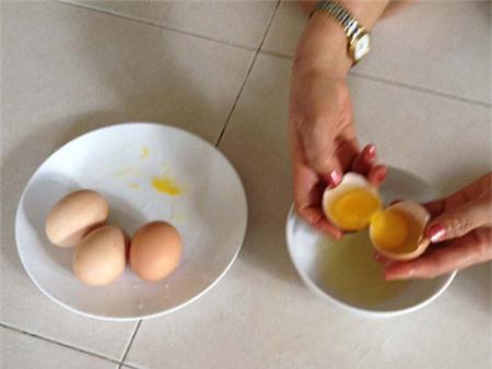 Trứng gà 2 lòng đỏ tại Sài Gòn 1