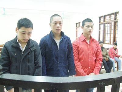 Ba gã thanh niên lừa bạn gái bán cho các ông già Trung Quốc 1