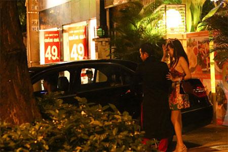 Ông Tưng đưa đón Bà Tưng bằng xe sang gây náo loạn 20
