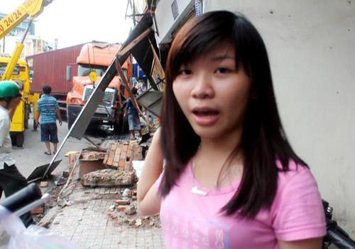 Người thoát chết kể lại thời điểm xe container ủi sập nhà 4