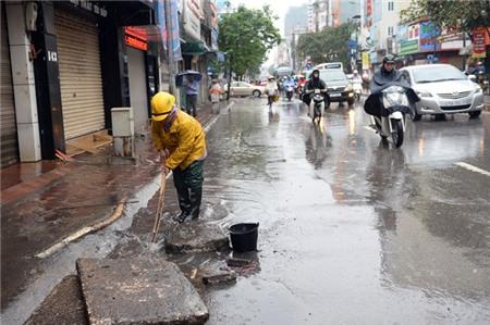 Hà Nội xáo trộn vì bão Haiyan 4