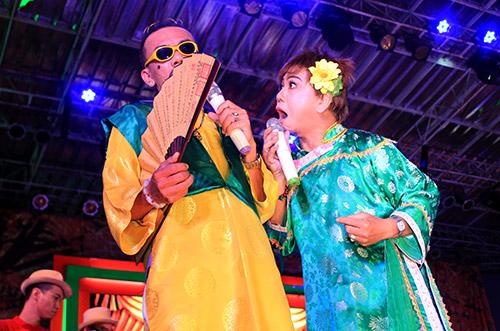 Quang Lê tặng fan nữ một nụ hôn ngọt ngào trên sân khấu 17
