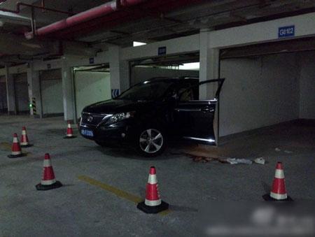 Đỗ xe trong garage, cả vợ lẫn chồng đều tử vong 1
