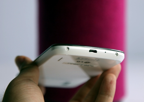 Nexus 4 màu trắng về Việt Nam giá 9,8 triệu đồng 6