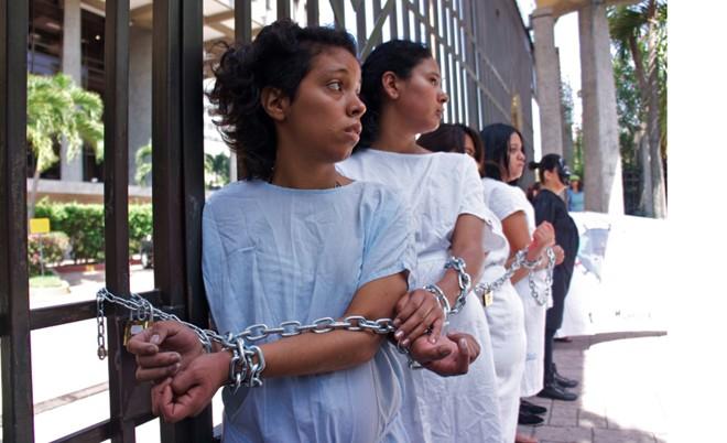 Nơi phụ nữ phải vào tù vì sảy thai 1