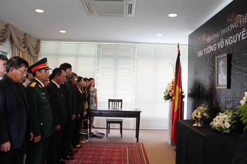 Lễ viếng Đại tướng Võ Nguyên Giáp ở nước ngoài 6