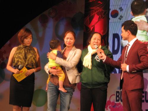 Hát với cô dâu Việt trên đất Hàn 1