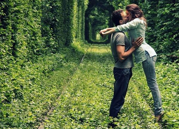 """Những con đường tình yêu đẹp """"ngỡ ngàng"""" trên thế giới 10"""