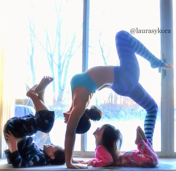 """Chùm ảnh đầy cảm hứng của """"bà mẹ Yoga"""" dáng siêu đẹp 9"""