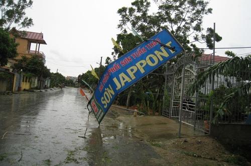Cận cảnh sự tàn phá sau bão số 6 3