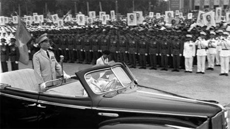 Chiếc xe chở Đại Tướng Võ Nguyên Giáp tại lễ duyệt binh 2/9/1975 1