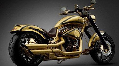Chiêm ngưỡng xe máy mạ vàng đắt ngang du thuyền hạng sang 1