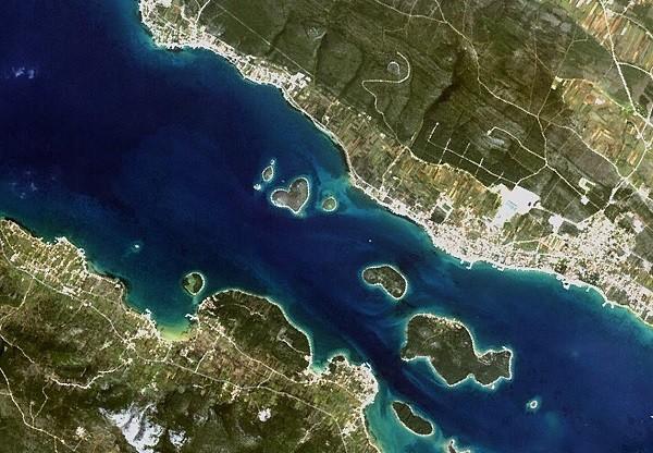 Những hòn đảo hình trái tim tuyệt đẹp trên thế giới 11