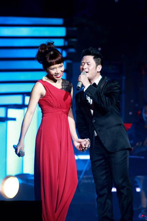 Diva Việt quyến rũ khi diện váy gam đỏ 16