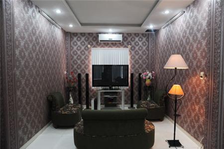 Nhà hẻm lòe loẹt đủ màu của Nguyễn Phi Hùng 3