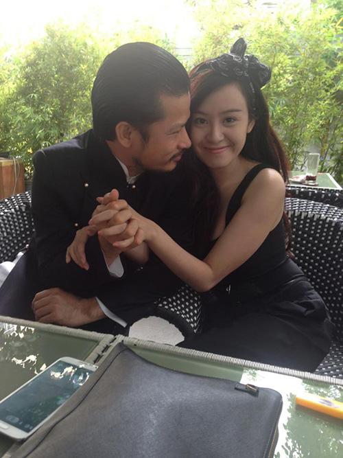 Sốc với ảnh ôm ấp của Bà Tưng và ông Tưng Hùng Cửu Long 2