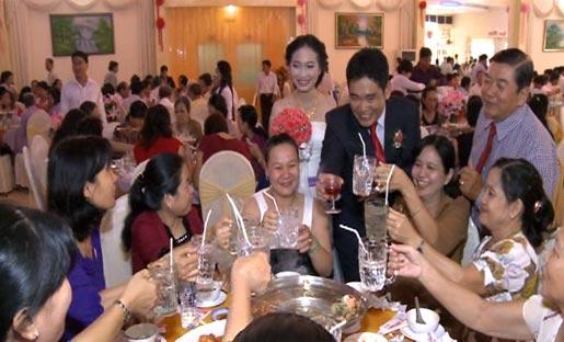 Con trai Bí thư Tỉnh ủy đám cưới không bia rượu 1