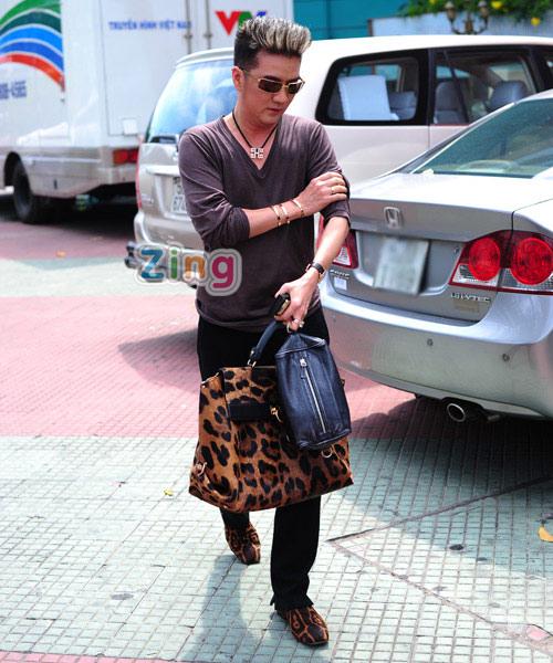 Hồng Nhung mặc táo bạo đi chấm The Voice 10