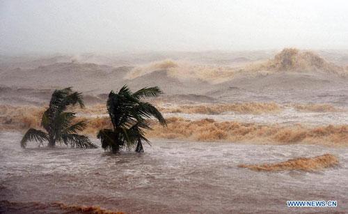 Cận cảnh sức tàn phá của bão Kalmaegi ở miền nam Trung Quốc 14