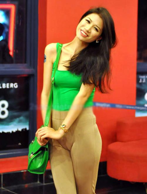 Sao Việt 'hứng đá' vì chạy theo mốt thời trang phản cảm 17