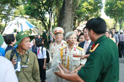 Hàng vạn người đổ về viếng Đại tướng Võ Nguyên Giáp 12