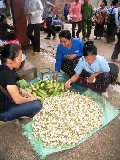 Độc đáo khu chợ Việt lưu hành cùng lúc 3 loại tiền 2