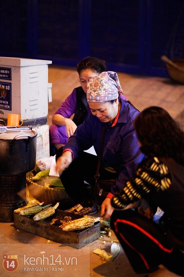 Ngô nướng - món quà của mùa đông Hà Nội 2