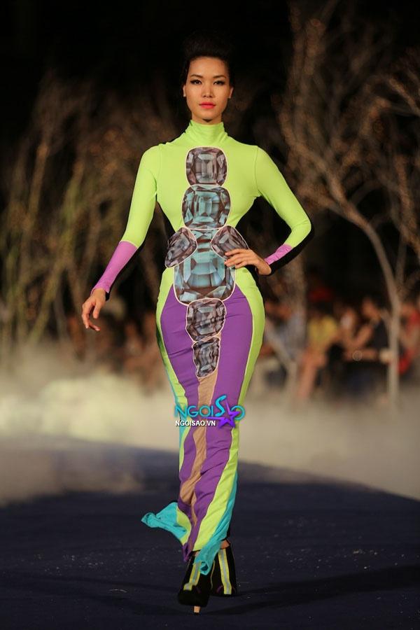 Hoa hậu Thùy Dung, Diễm Hương quyến rũ trong trang phục màu sắc 3