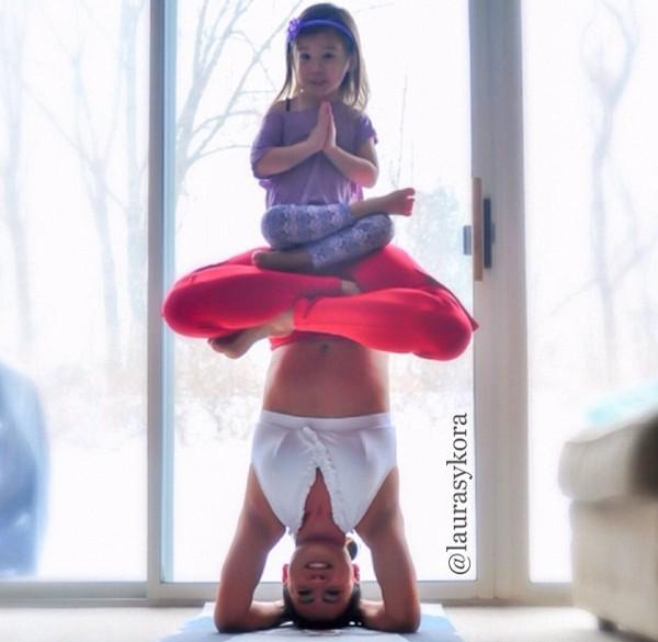"""Chùm ảnh đầy cảm hứng của """"bà mẹ Yoga"""" dáng siêu đẹp 7"""