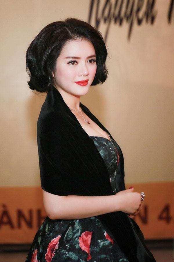Kiều nữ Việt xinh lung linh với dáng váy xoè 2
