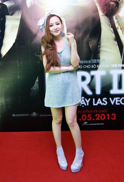 Vợ MC Anh Tuấn bất ngờ xuất hiện ở buổi ra mắt phim 3