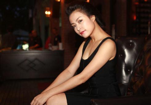 Hoàng Thùy Linh nhí nhảnh mừng sinh nhật tuổi 25 2