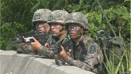 Hai lính nghĩa vụ Hàn Quốc treo cổ tự tử 1