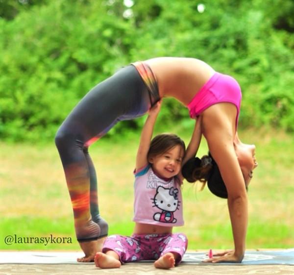 """Chùm ảnh đầy cảm hứng của """"bà mẹ Yoga"""" dáng siêu đẹp 11"""