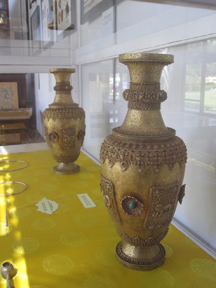 Hai bình hoa bằng vàng giả lọt vào Bảo tàng Cổ vật Huế? 1
