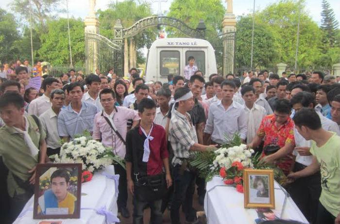 Xóm nghèo đau đớn đón thi thể vụ tai nạn thảm khốc tại Thái Lan 7