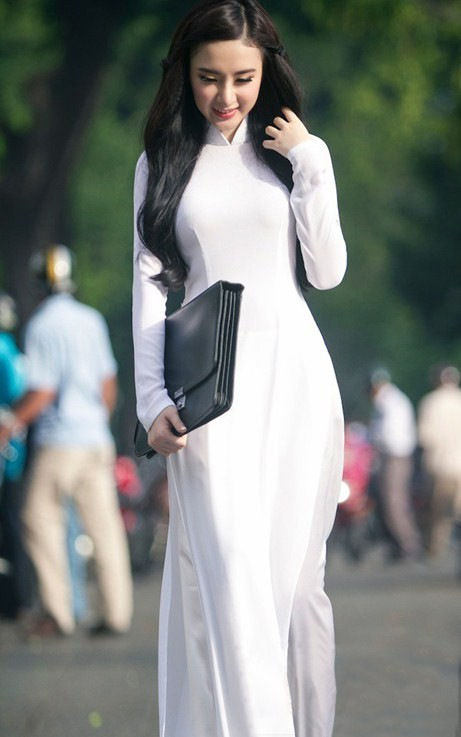 Angela Phương Trinh hiền dịu, mỏng manh trong tà áo dài trắng 7