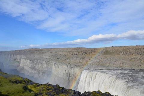 """Vẻ đẹp """"mê hồn"""" của thác nước 'dữ dội' nhất châu Âu 5"""
