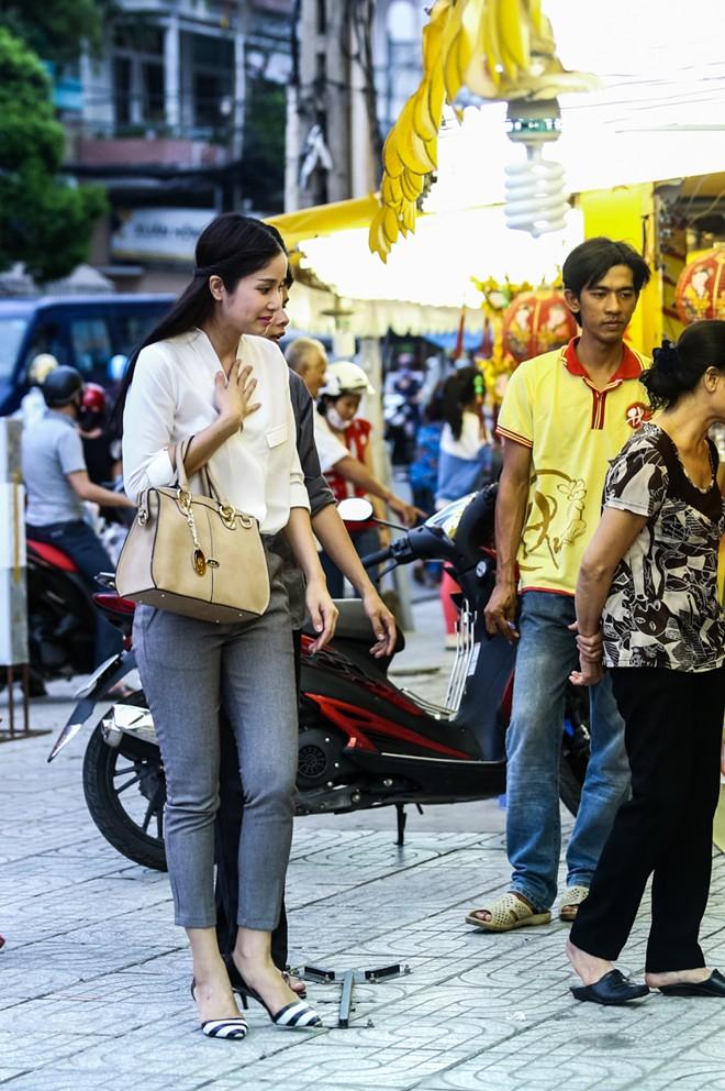Con gái Phan Thanh Bình tinh nghịch khi được bố mẹ đưa đi mua sắm 4