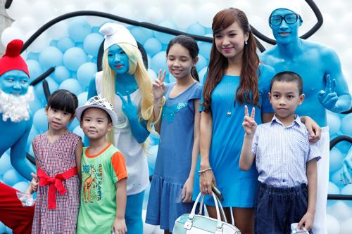 Họa mi Khánh Linh lần đầu dẫn con trai dự ra mắt phim 5