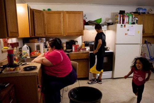 Cuộc sống thường ngày của bà mẹ 453kg 2